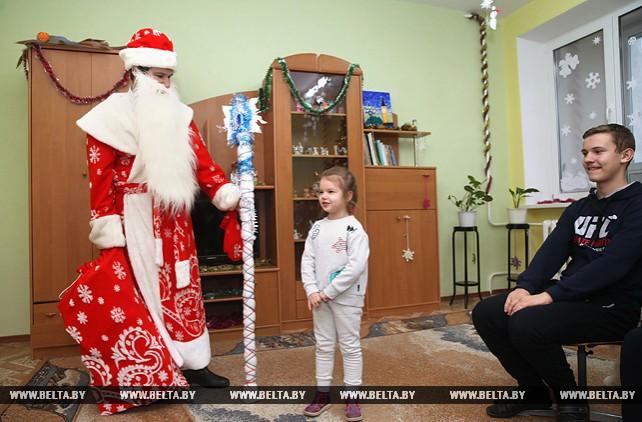 Депутат Палаты представителей вручил подарки в Могилевской областной детской больнице