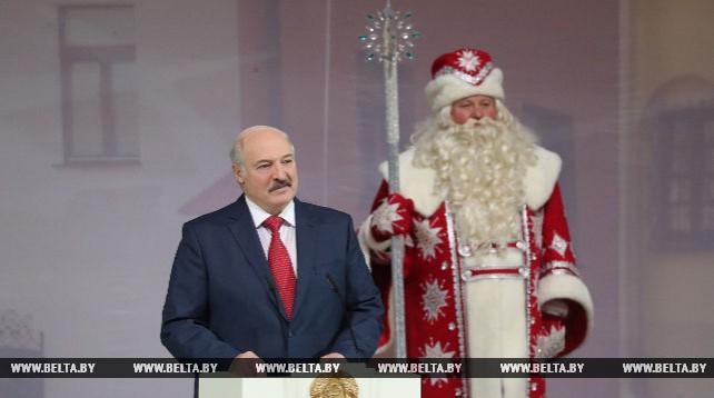 """Лукашенко принял участие в новогоднем благотворительном празднике для детей в рамках акции """"Наши дети"""""""