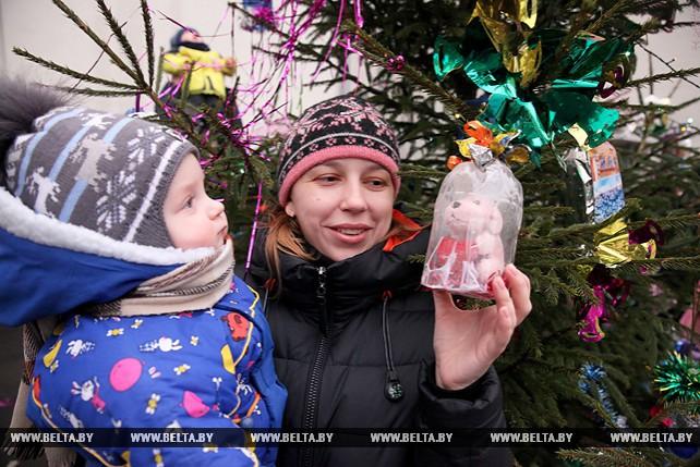 Новогодний праздник для жителей социального дома провели сотрудники ГАИ в Витебске