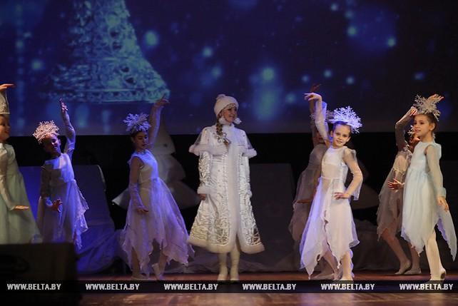 """Детская хореографическая школа искусств представила мюзикл """"Вселенная зовет под Новый год"""""""