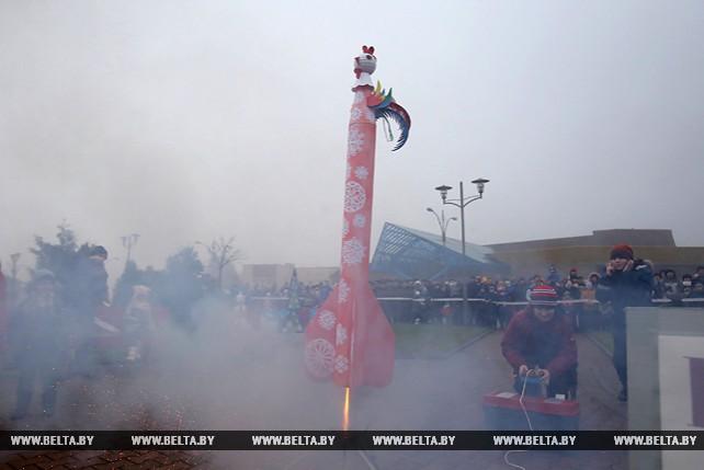 В Гродно запустили новогодние модели ракет