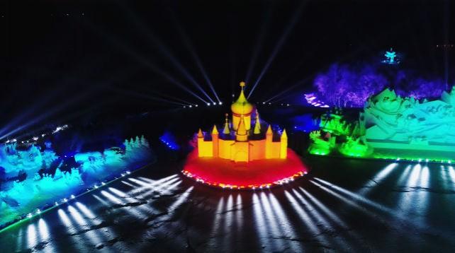Световое шоу на международной выставке снежных скульптур в Харбине