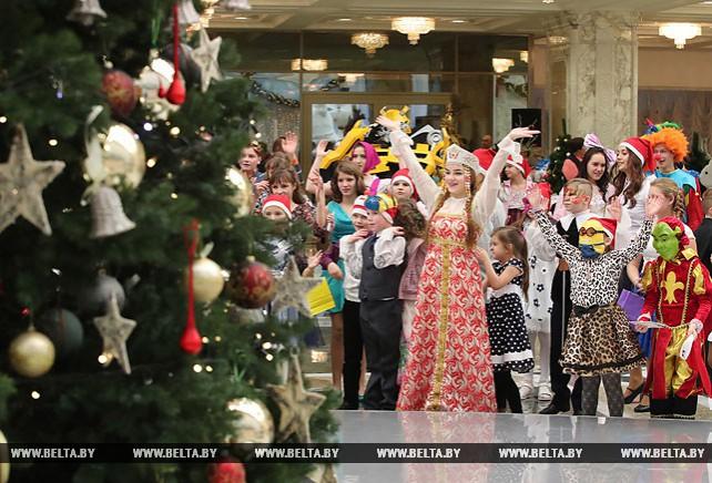 Дворец Независимости вновь открыл двери для детской новогодней сказки