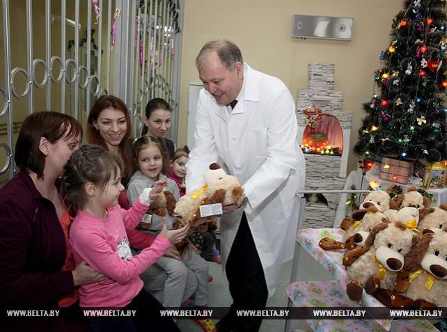 Новогодние подарки от Президента вручены пациентам Витебского областного клинического центра