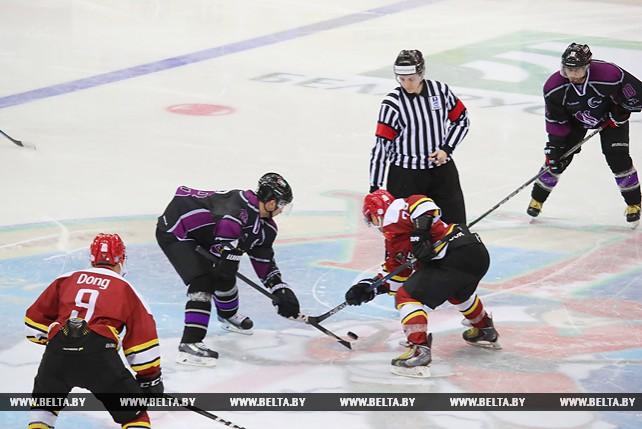 Команда Китая встретилась с хоккеистами ОАЭ на Рождественском турнире