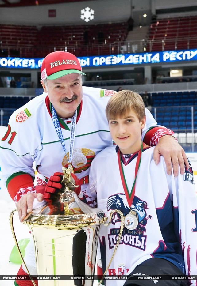 """Лукашенко поздравил победителей и призеров """"Золотой шайбы"""""""