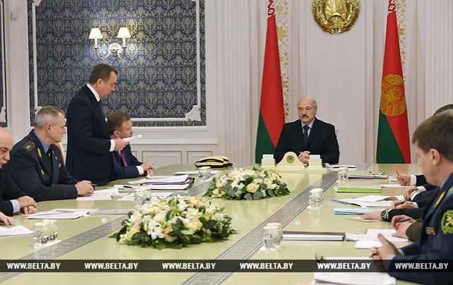Лукашенко провел совещание по либерализации визового режима