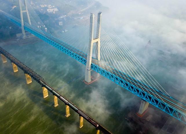 В Китае построен первый в мире двухъярусный 6-колейный мост