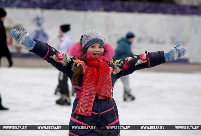 Ледовые катки начали работать на площади Победы в Витебске