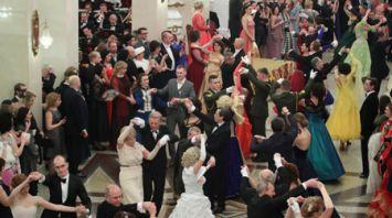 Бал собрал гостей в Большом театре Беларуси на старый Новый год