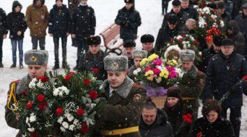 Церемония возложения цветов в честь юбилея Могилевской области прошла на Буйничском поле