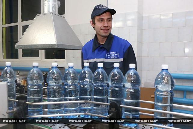 Накануне Крещения под Гродно освятили около 19 тыс. бутылок с артезианской водой