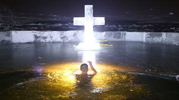 Сотрудники МЧС провели крещенское купание