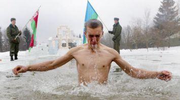 Военнослужащие Сил специальных операций искупались в крещенской проруби