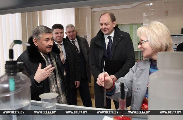 Зиновский встретился с трудовым коллективом Белорусского цементного завода
