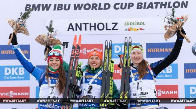 Дарья Домрачева заняла третье место в гонке преследования на этапе КМ по биатлону в Антхольце