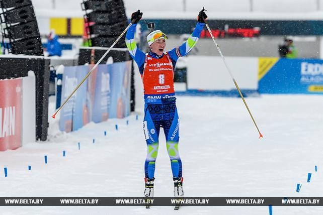 Дарья Домрачева победила в масс-старте на этапе КМ по биатлону в Антхольце