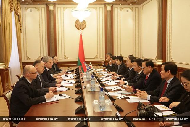 Болеслав Пирштук встретился с парламентской делегацией Республики Корея