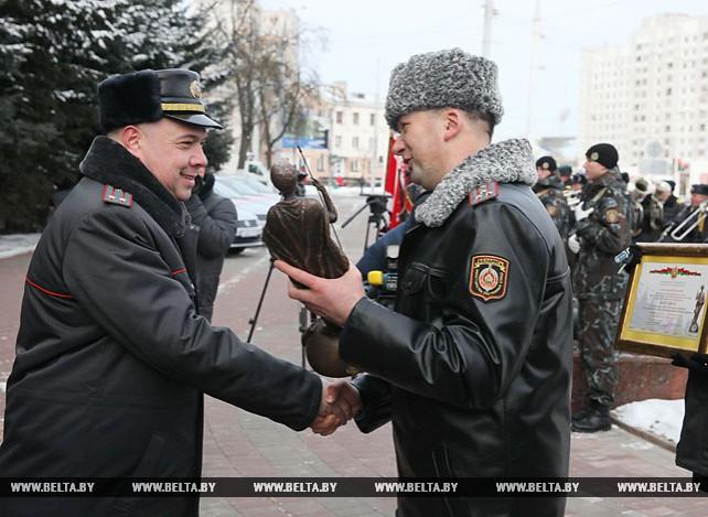 Лучшим отделам УВД Витебской области вручили статуэтку Святого Георгия