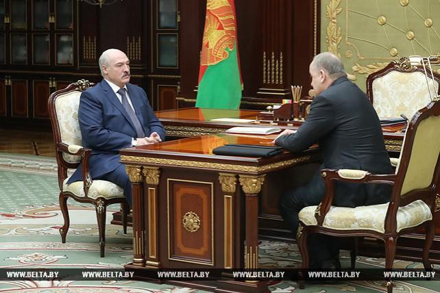 Лукашенко обсудил с Каллауром планы по оптимизации в сфере кассово-инкассаторских услуг