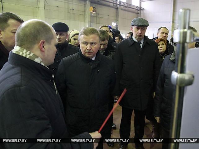 """Кобяков ознакомился с производством техники для лесопромышленного комплекса на ЧПУП """"Амкодор-Логойск"""""""