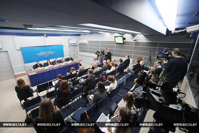 Лобович: задача местных органов власти при реализации декрета №1 - дойти до каждого человека