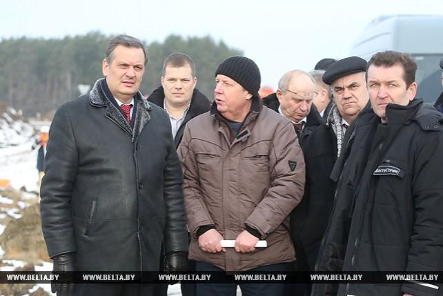 Калинин ознакомился с ходом реконструкции трассы М6 Минск-Гродно