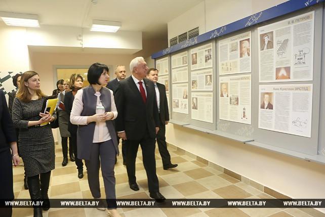 Мясникович посетил школу в Лошице и встретился с населением Ленинского района Минска