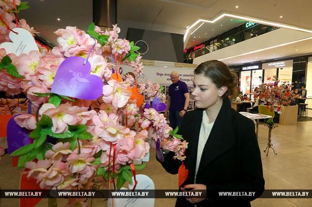 Минчане собрали подарки жителям домов-интернатов в память об Александре Тихановиче