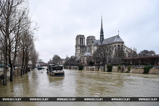 Наводнение в Париже в эти выходные достигло своего пика