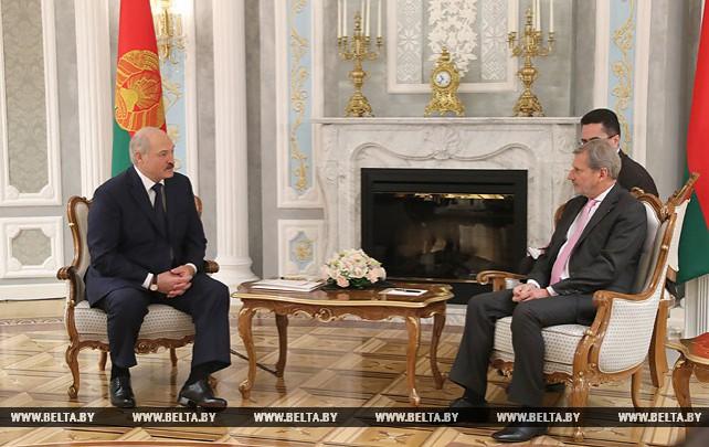 Лукашенко встретился с Еврокомиссаром Ханом
