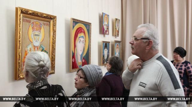 В Добрушском краеведческом музее открылась выставка икон Василия Калинина