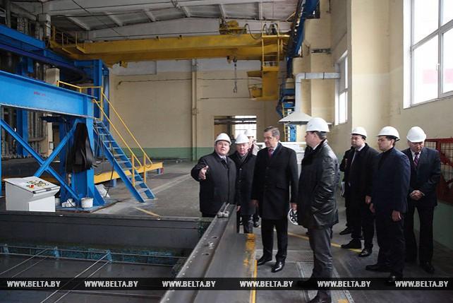 Калинин посетил Бобруйский завод крупнопанельного домостроения