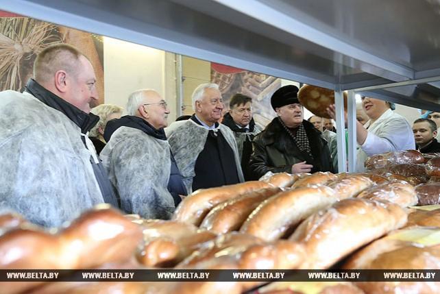 Парламентарии посетили промышленно-перерабатывающий комплекс Поставского райпо