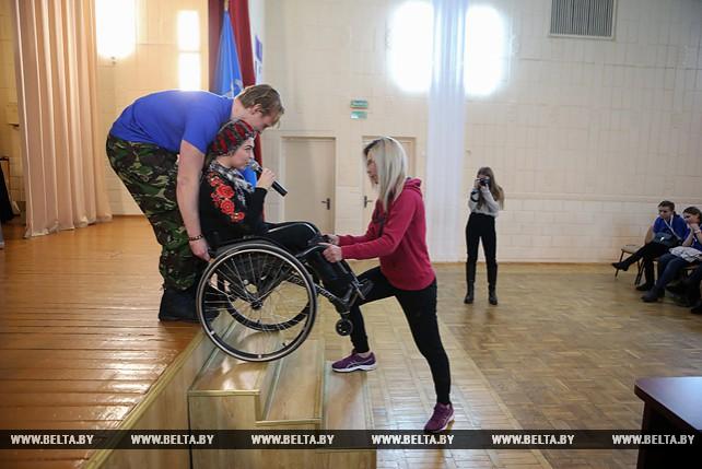 Тренинг для волонтеров БРСМ по оказанию помощи маломобильным избирателям прошел в Минске