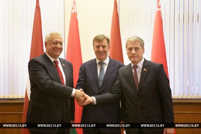 Мясникович и Пирштук встретились с премьер-министром Латвии