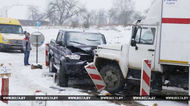 Лобовое столкновение машин вызвало километровые очереди на трассе Минск-Гродно