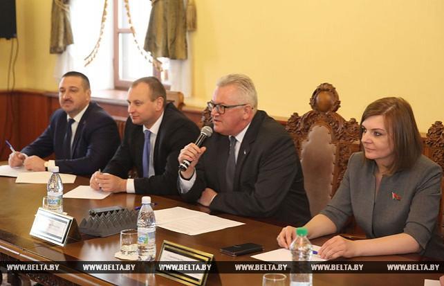 Карпенко встретился с представителями молодежных парламентов