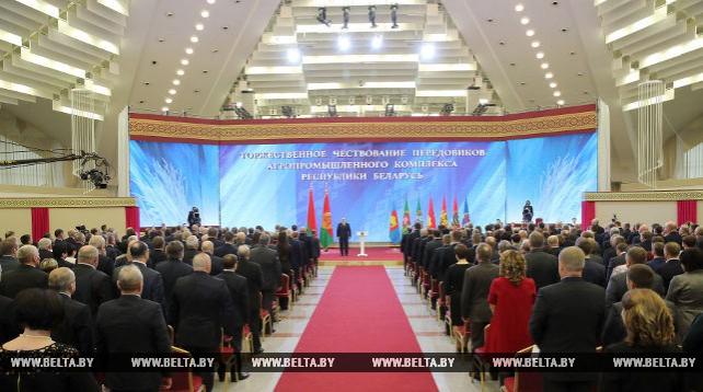 Лукашенко принял участие в церемонии вручения госнаград лучшим работникам АПК