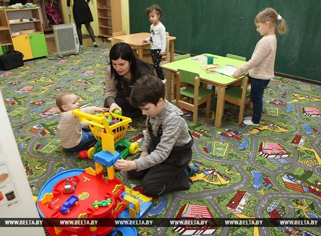 """Гомельчанка Мария Астапенко при поддержке центра занятости стала """"воспитателем на час"""""""