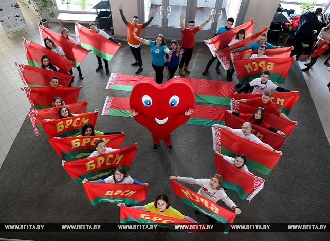 Флешмоб в День святого Валентина провели в Витебской академии ветеринарной медицины
