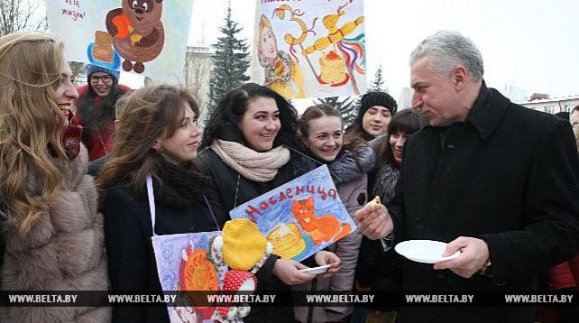 В Витебске студенты медуниверситета устроили веселые проводы зимы