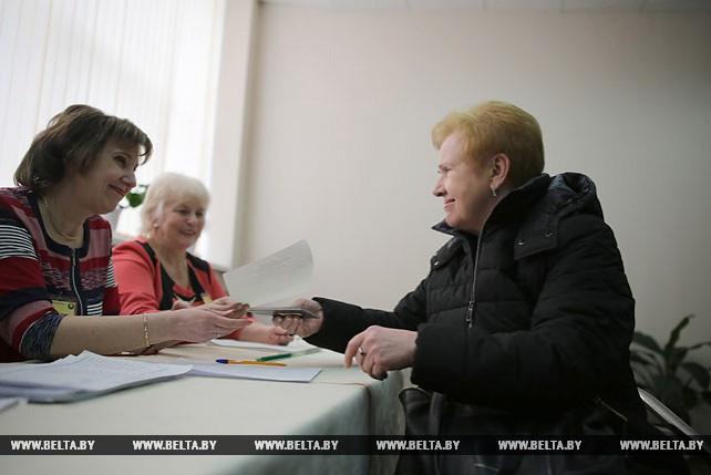 Ермошина проголосовала досрочно на выборах в Мингорсовет