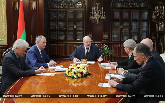 Александр Лукашенко заслушал доклад о вопросах подготовки тренерских кадров и развития детско-юношеского футбола
