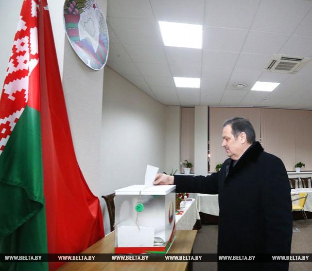 Калинин досрочно проголосовал на выборах кандидатов в депутаты Минского городского Совета