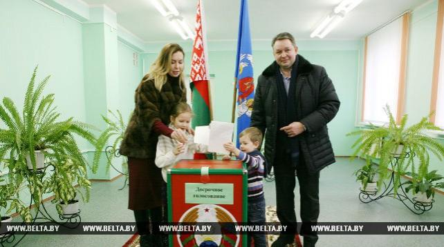 Шорец проголосовал досрочно на выборах в Минский городской Совет депутатов