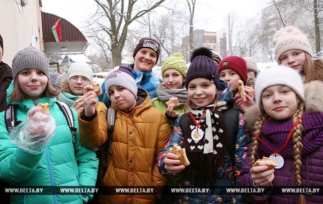 Масленичные гулянья прошли возле столичной гимназии №6