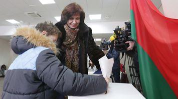 Наталья Кочанова проголосовала на избирательном участке №52