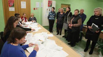 На участках в Минске считают голоса избирателей