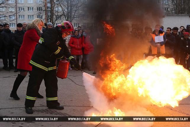 Свыше 100 иностранных студентов эвакуировали из общежития гродненские спасатели